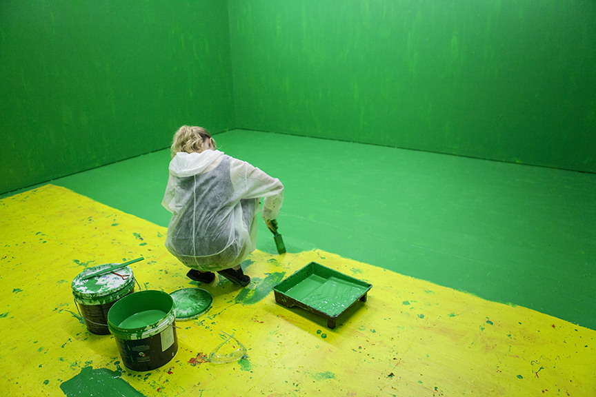 Thirteen Colourful Inside Jobs, John Baldessari, colourful art, green and yellow, painting, living sculpture, art, urban art, modern art, contemporary art, art photography, 13 Rooms, 13Rooms, Kaldor Art Project, Pier 2/3, exhibition, sydney, australia