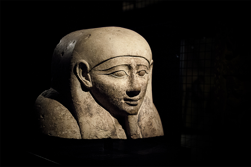 Sculpture of an egyptian pharaoh